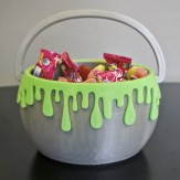 HALLOWEEN – dripping treat basket