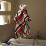 SHELLY towel holder